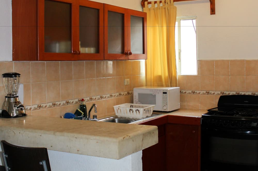 Deluxe Penthouse, 3 Bedrooms, Balcony - In-Room Dining