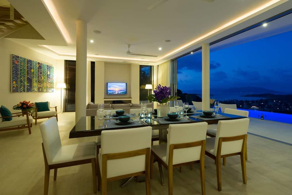 4-Bedroom Pool Villa  - Eetruimte in kamer