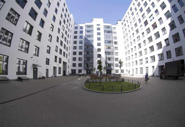 High Tech apartment, San Pietroburgo, Facciata della struttura