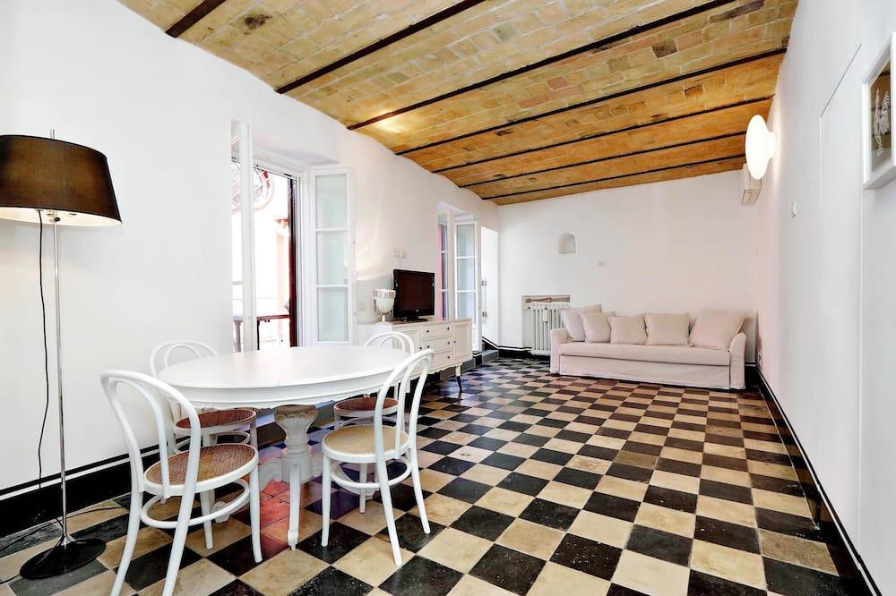 House, Berbilang Katil, City View (Art Deco Terrace Apartment) - Ruang Tamu