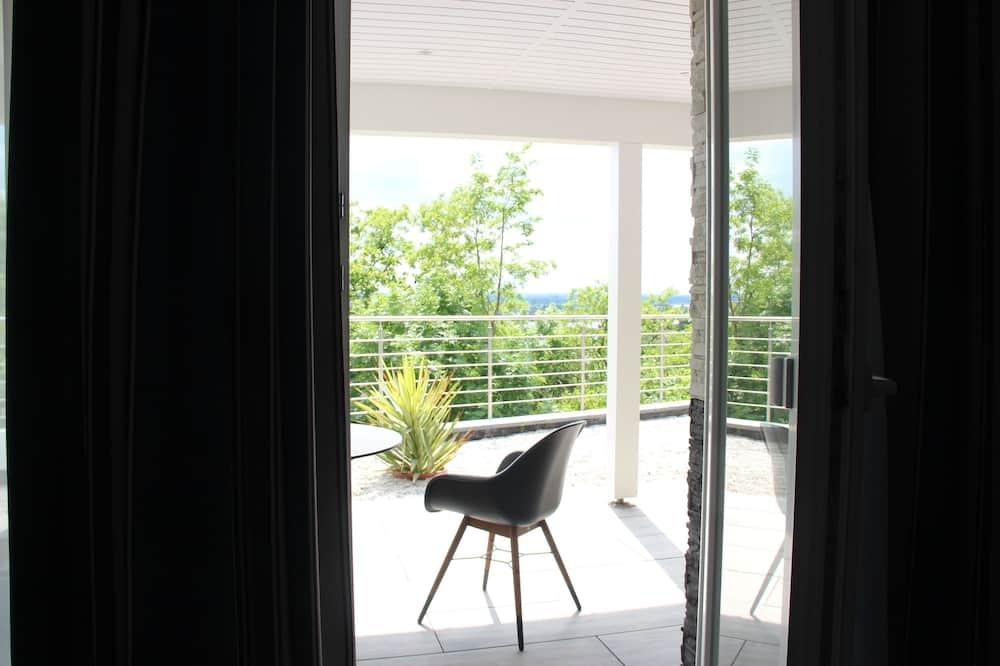 شقة مريحة - ٣ غرف نوم - بحمامين - شُرفة