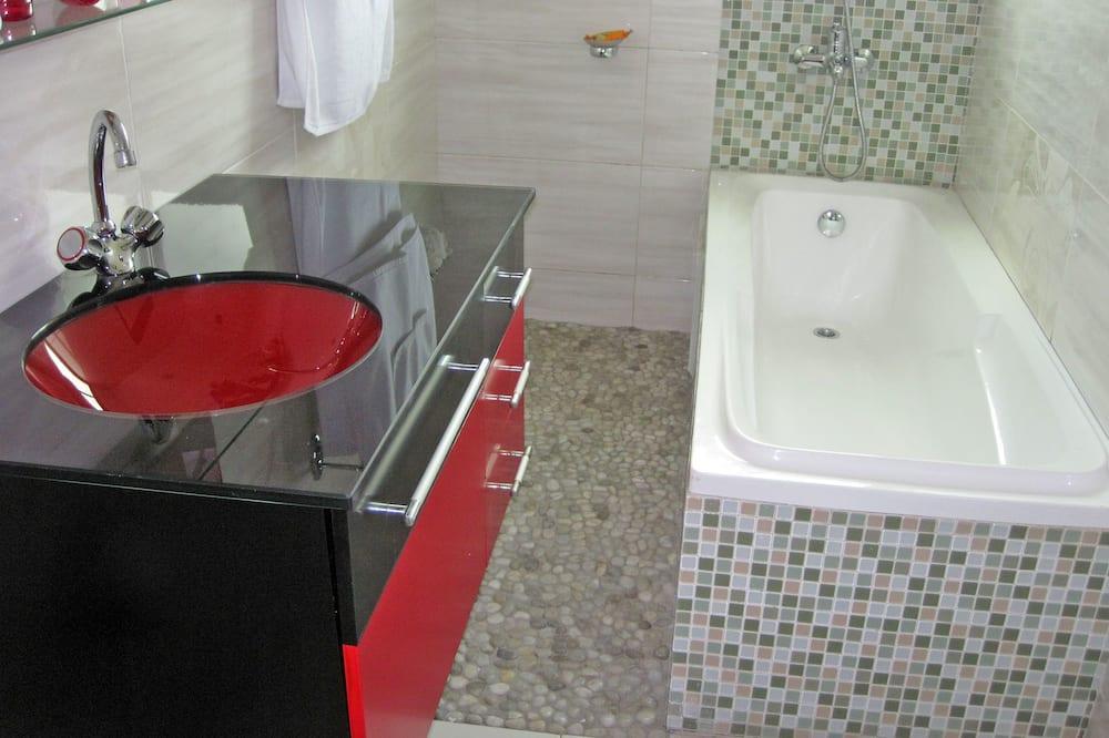 Comfort Apartment, 3 Bedrooms, Balcony, City View - Bathroom