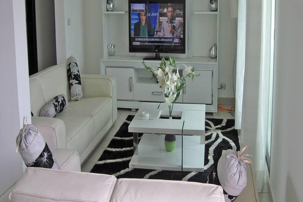 Comfort Apartment, 3 Bedrooms, Balcony, City View - Living Area