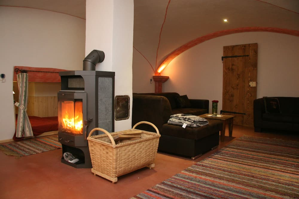 Family Apartment (Gewölbekeller) - Living Area