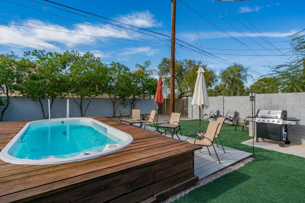Book Chaparral House-Sleeps 14-Large Jacuzzi in Scottsdale | Hotels.com