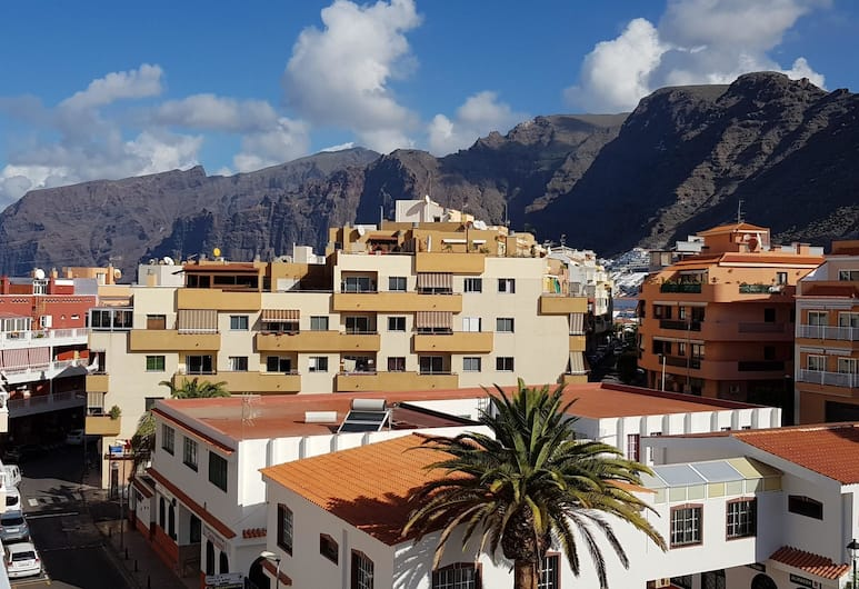 Apartment With 2 Bedrooms in Santiago del Teide, With Wonderful Mountain View, Furnished Terrace and Wifi - 90 m From the Beach, Santiago del Teide, Vaade hoonest