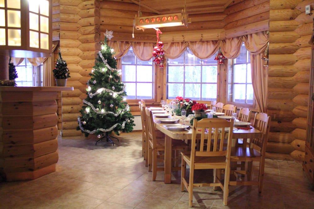 ชาเลท์, ซาวน่า, วิวแม่น้ำ - บริการอาหารในห้องพัก