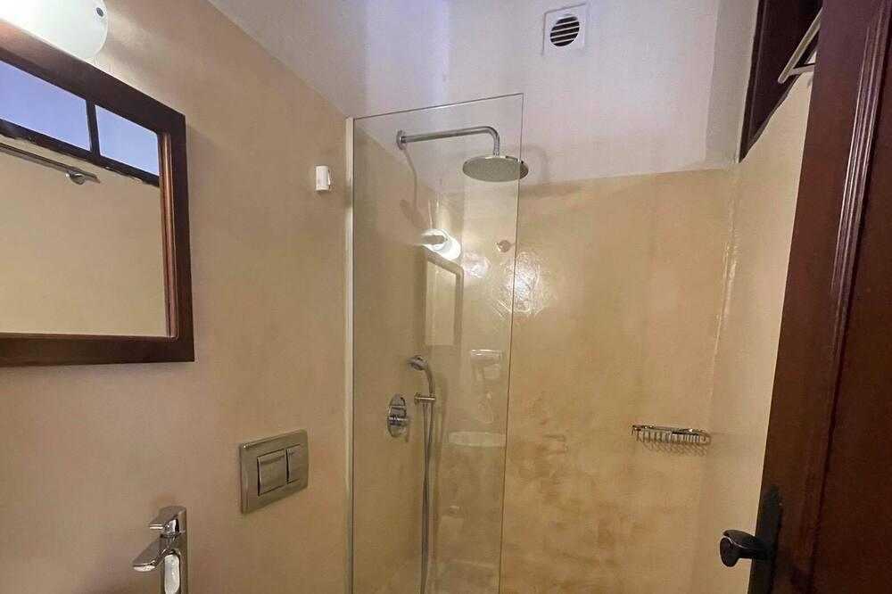 Standard Double Room, Courtyard View - Bathroom