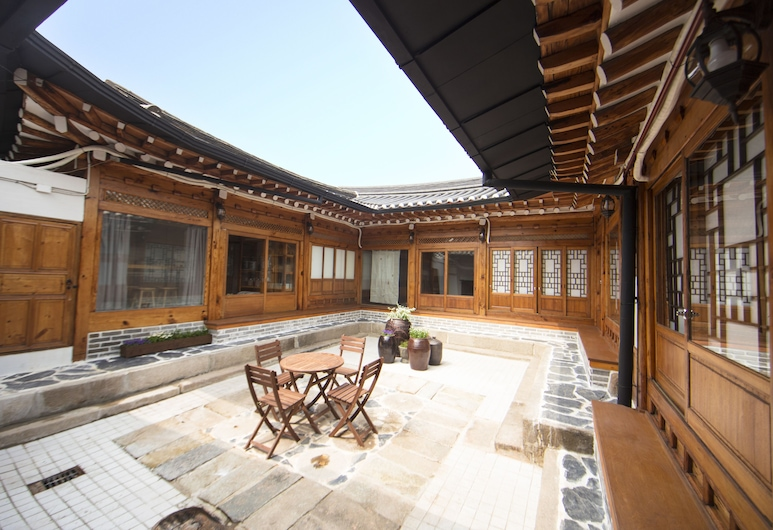 STAY256 Hanok Guesthouse, Seoul, Courtyard
