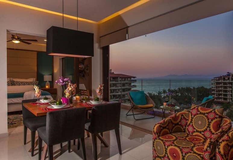 Penthouse 602 - Casa Condesa, Пуэрто-Вальярта, Квартира «Комфорт», кухня, вид на океан, Обед в номере