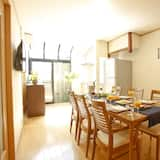 Hus – family, 3 soverom, kjøkken, utsikt mot byen - Bespisning på rommet