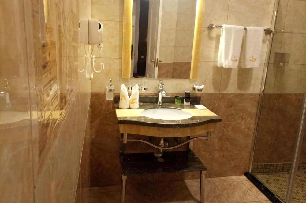 Twin Room, 1 Bedroom, Non Smoking, City View - Bathroom Sink