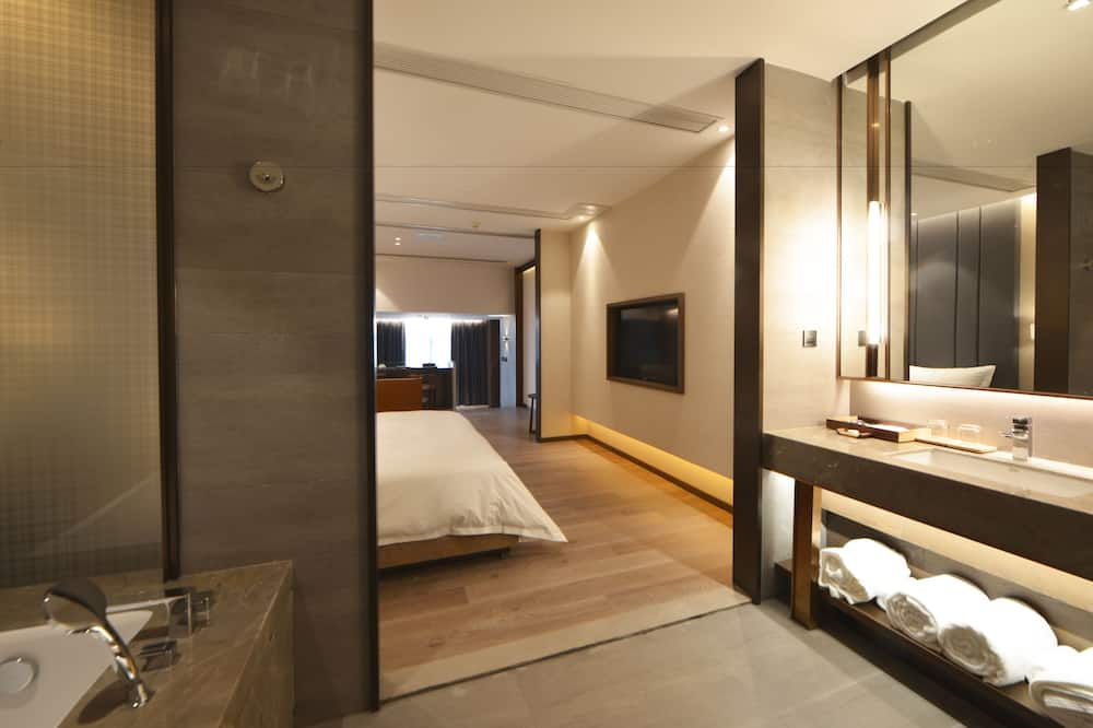 Sports Luxury Suite - Bathroom