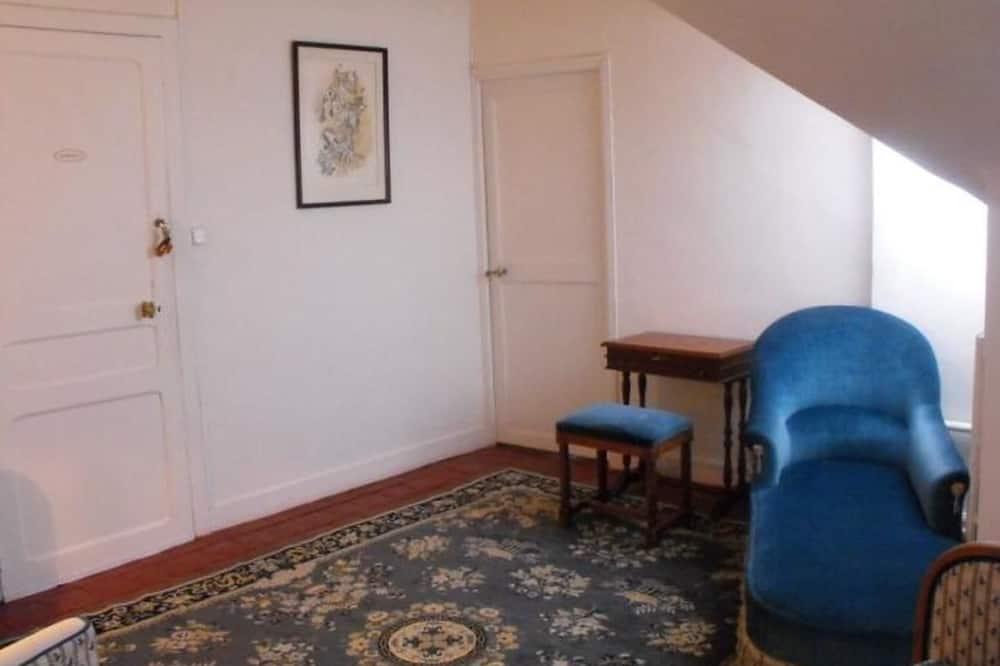 Studio Suite (Audrey) - Living Room