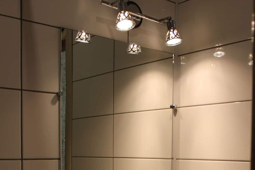 Standard Twin Room - Bathroom Sink