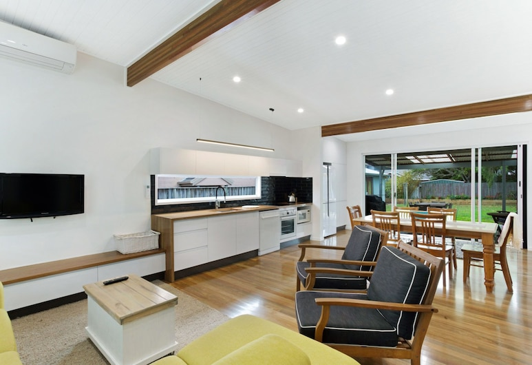The Beach House, 13 Market Street, Fingal Bay, Huis, 3 slaapkamers, Woonruimte