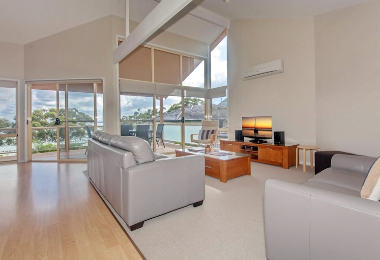 Moy at Nelson Bay, 2/30 Thurlow Avenue, Nelson Bay, Townhome, 3 Bedrooms, Living Area