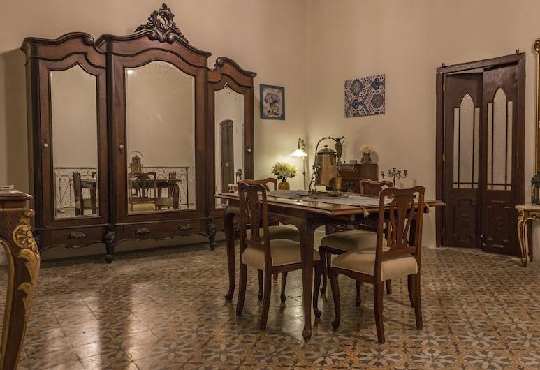 Nomad Deluxe Habana Colonial, הוואנה, סוויטת דה-לוקס, חדר שינה אחד, ללא עישון, אזור מגורים
