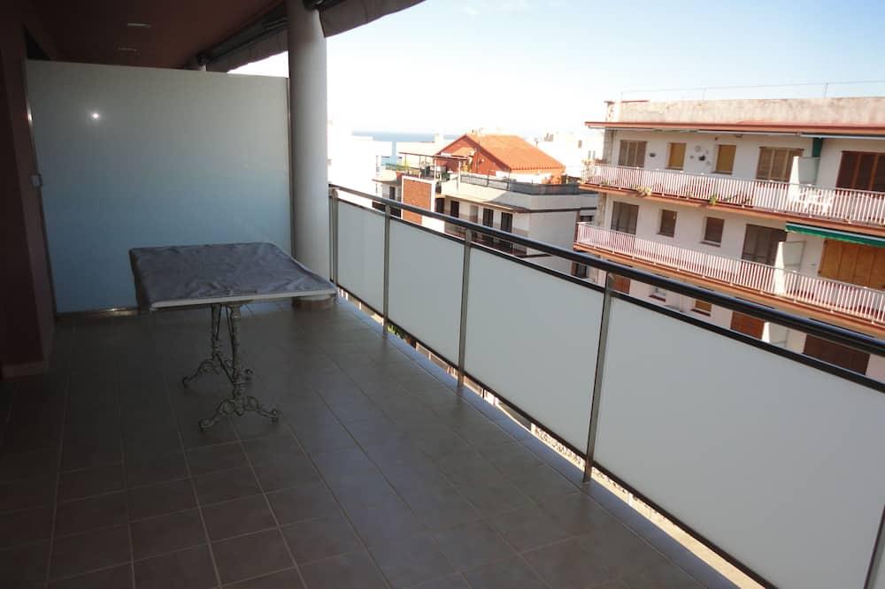 Apartamento, 3 Quartos, 2 Casas de Banho - Varanda