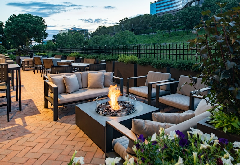 Fairfield Inn & Suites by Marriott Boston Waltham, Waltham, Terasa/trijem