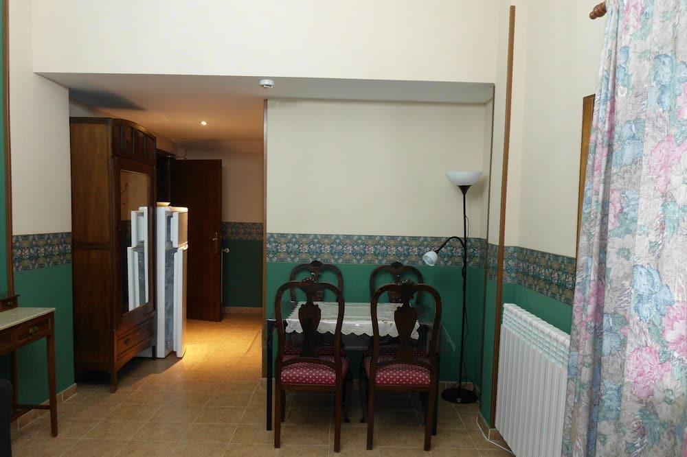 Dzīvokļnumurs, viena guļamistaba, skats uz ieleju - Dzīvojamā zona