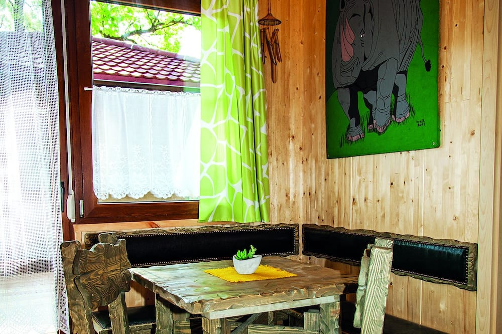 Trehus – traditional, 2 soverom - Bespisning på rommet