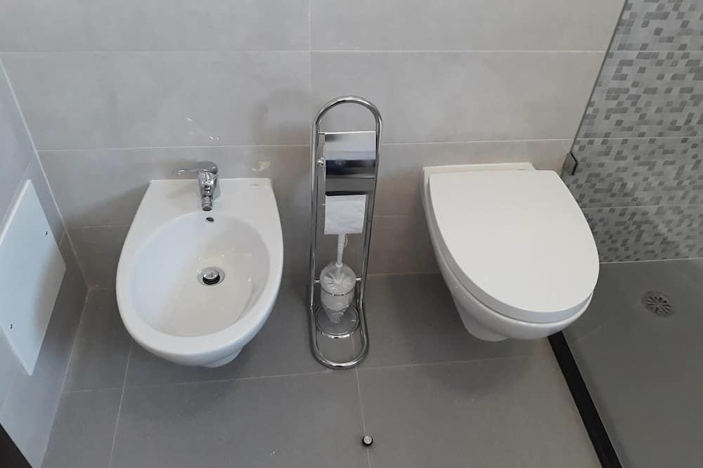 Doppelzimmer, Balkon - Badezimmer