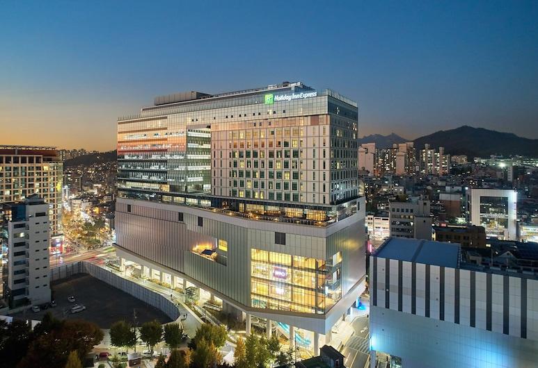 首爾宏大智選假日, 首爾, 外觀