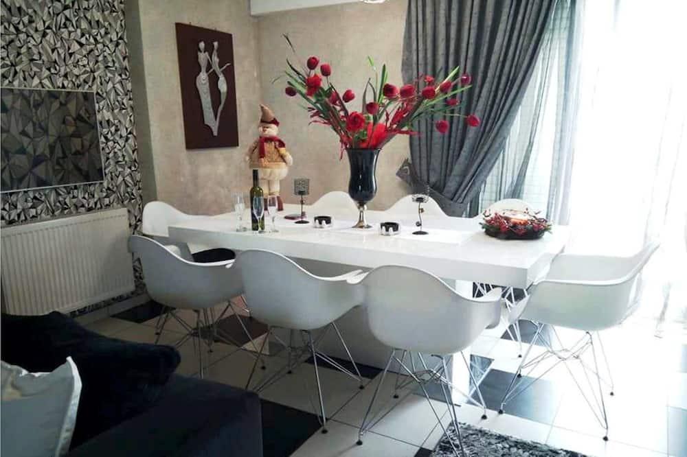 Deluxe Duplex, 3 Bedrooms - Living Area