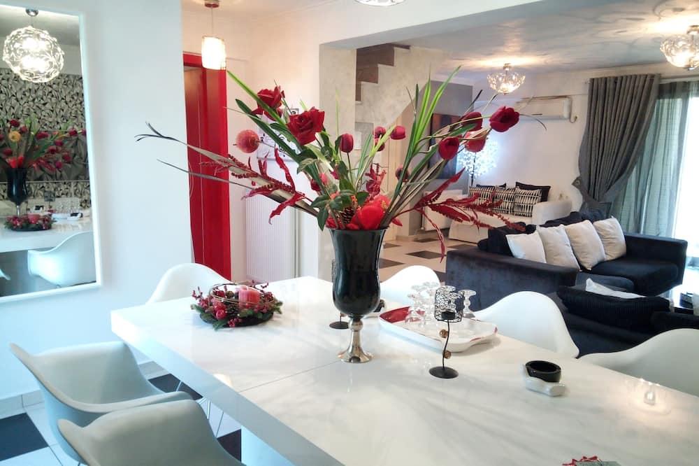 Deluxe Duplex, 3 Bedrooms - In-Room Dining