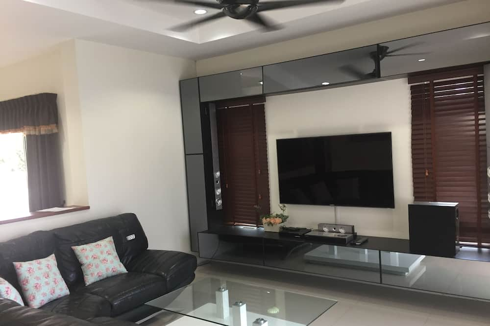 3-Bedroom Villa with Private Pool - Living Area