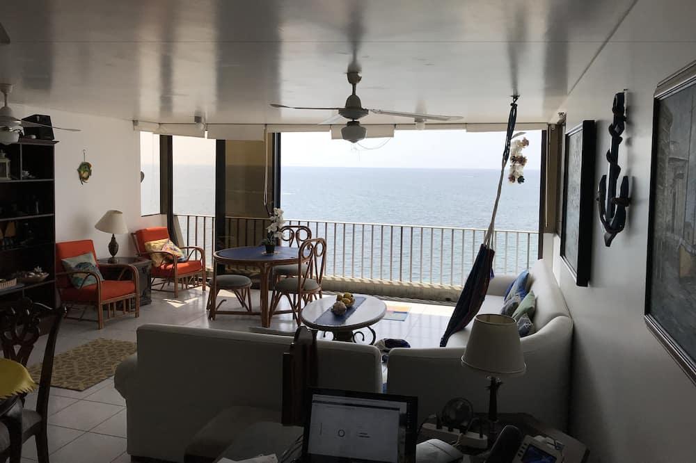 Family Apartment, 3 Bedrooms, Connecting Rooms, Ocean View - Ruang Tamu