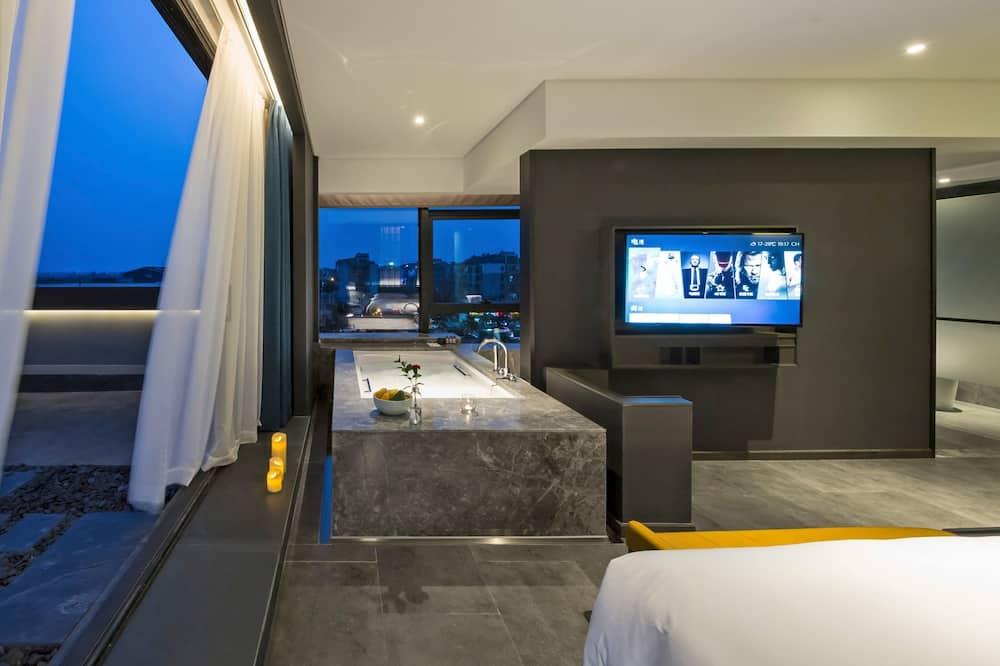 Superior Suite, Balcony - Bathroom