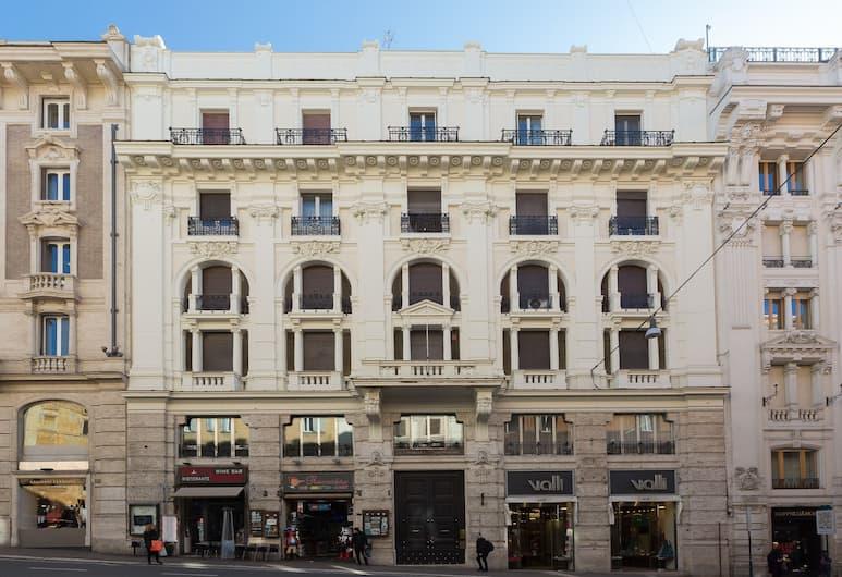 TRITONE 125, Rom, Hotellets facade