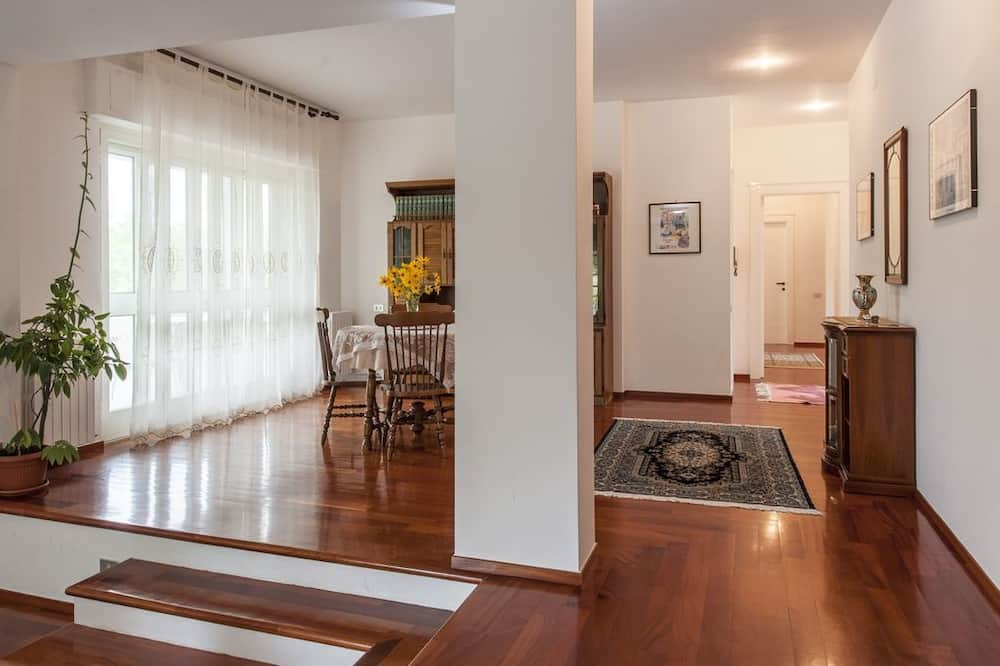 Апартаменты, 4 спальни - Зона гостиной