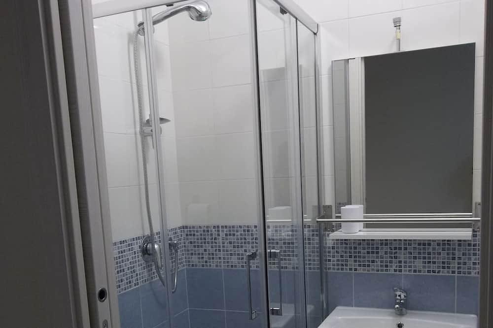 Economy Room, Non Smoking - Bathroom
