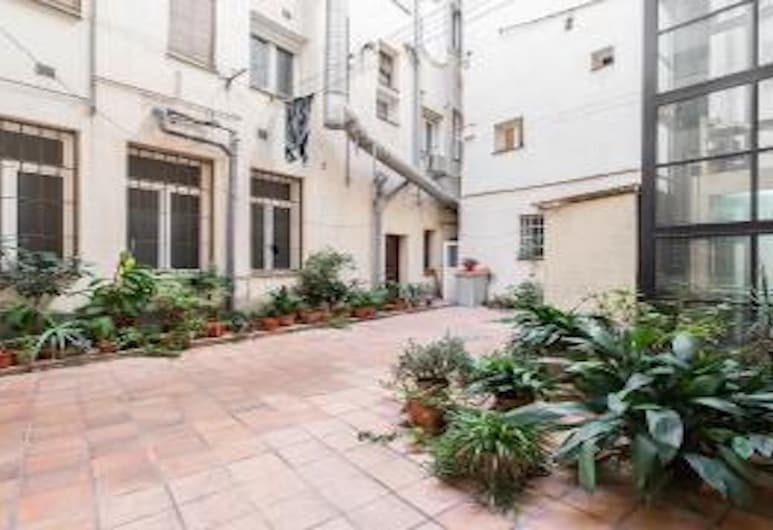 Downtown Apartment - Reina Sofia Museum, Madrid, Interior Entrance