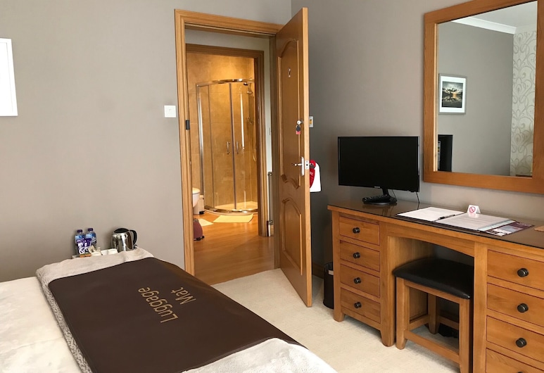 The Roses B&B, Portree, Double Room, Private Bathroom, Guest Room