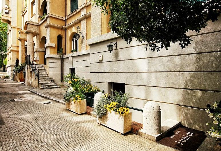 Vatican Holiday Junior, Rom, Gårdsplads