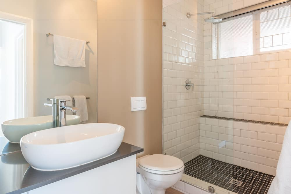 Luxury Apartment, 2 Bedrooms, Balcony, Ocean View - Bathroom