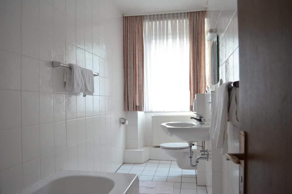 City Triple Room, 2 Bedrooms - Bathroom