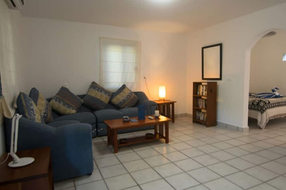 Family Townhome, 2 Bedrooms - Living Room