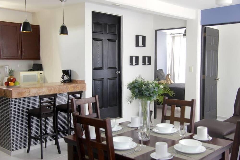 Family Townhome, 2 Bedrooms - Tempat Makan dalam Bilik