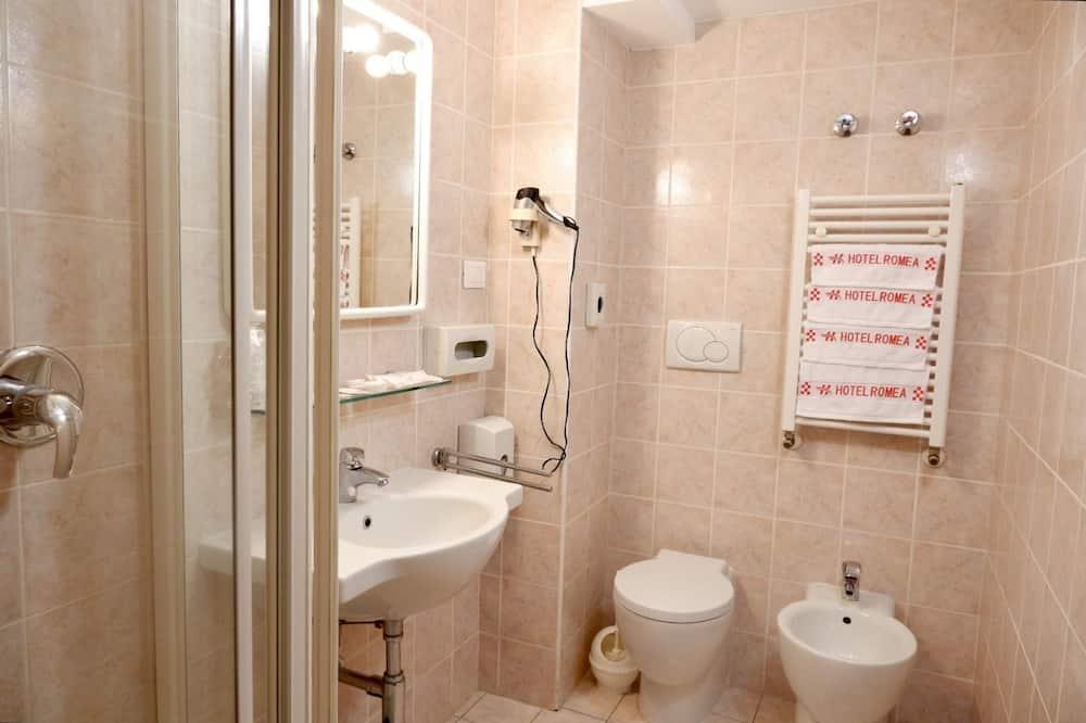 Klasikinio tipo keturvietis kambarys - Vonios kambarys