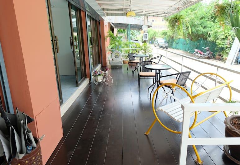 阿爾姆宅邸飯店, 曼谷, 露台