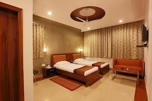 帕汪普特拉酒店/