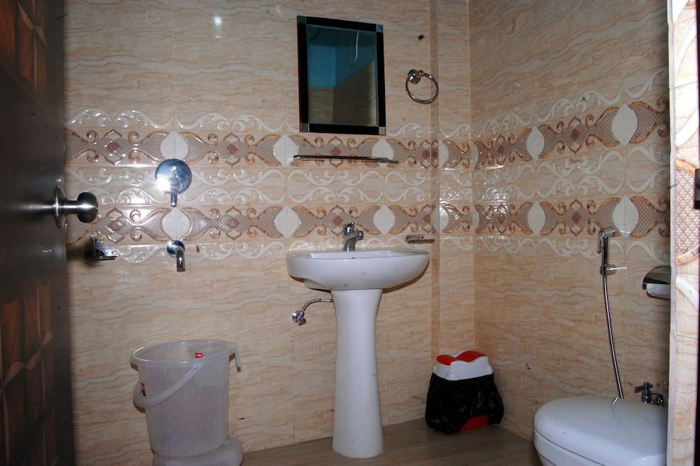 Deluxe Room, 1 Bedroom, Executive Level - Bathroom