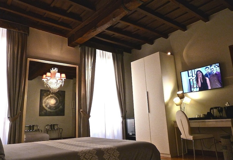 Relux Rome Exclusive Living B&B, Rome, Quadruple Room (Private External Bathroom), Guest Room