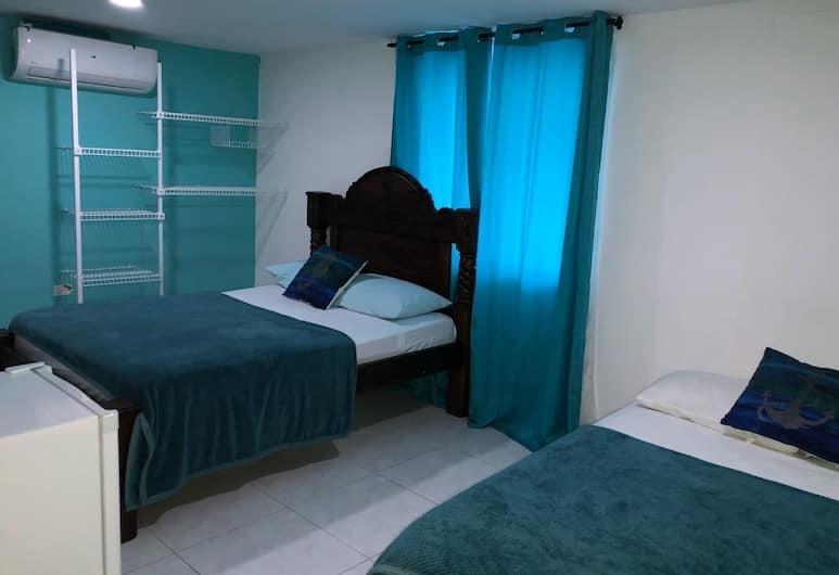 Islanders blue house - Hostel, San Andres