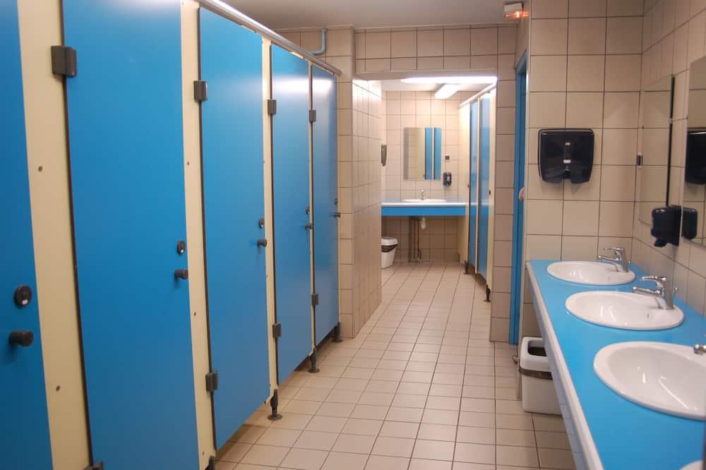 標準四人房, 共用浴室 - 浴室
